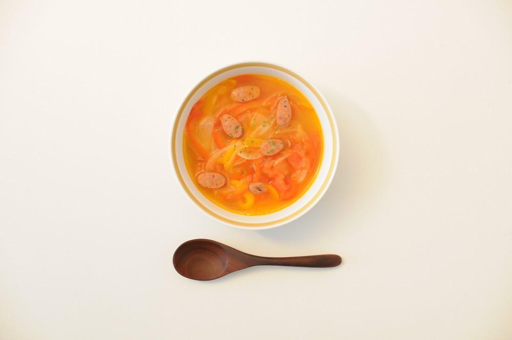 パプリカとソーセージのトマトスープ